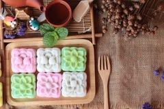 Postre japonés de Mochi y té caliente deliciosos Fotografía de archivo