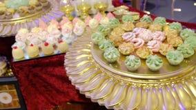 Postre judío turco árabe de los dulces de Oriente Medio Primer vídeo 4K almacen de metraje de vídeo