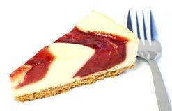 Postre - pastel de queso delicioso con la salsa de las bayas fotografía de archivo