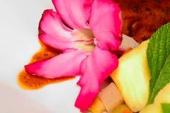 Postre Rose Flower con los árboles del pan Fotos de archivo libres de regalías