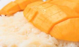 Postre tailandés, mango con arroz pegajoso. Imagen de archivo libre de regalías