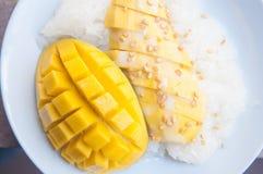 Postre tailandés pegajoso del arroz y del mango Imagen de archivo libre de regalías