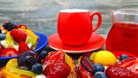 Postres del café y de la fruta Imágenes de archivo libres de regalías