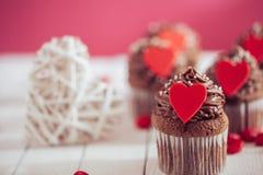 Postres del día de tarjeta del día de San Valentín Fotos de archivo libres de regalías