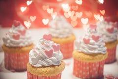 Postres del día de tarjeta del día de San Valentín Imágenes de archivo libres de regalías