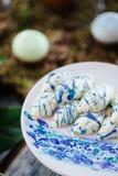 Postres y dulces de los pasteles de bodas en la barra de caramelo Fotos de archivo libres de regalías