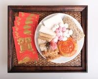 Postres y paquete rojo por Año Nuevo chino Imágenes de archivo libres de regalías
