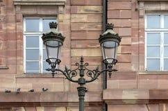 Posts antiguos de la lámpara del estilo de la linterna del hierro labrado Imágenes de archivo libres de regalías