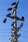 Posts de alto voltaje postes eléctricos del poder Imagenes de archivo