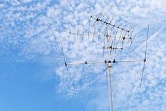 Posts de la electricidad en el cielo azul foto de archivo libre de regalías