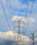 Posts de la electricidad por la tarde Fotos de archivo