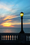 Posts de la lámpara en la puesta del sol Foto de archivo libre de regalías
