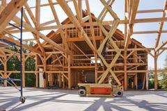 Posts de la nueva casa y construcción del haz Imágenes de archivo libres de regalías
