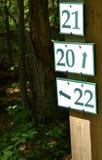 Posts de muestra de la pista de senderismo Imagenes de archivo