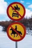 Posts de muestra no permitidos del vehículo de transporte, aislados en el fondo blanco Foto de archivo