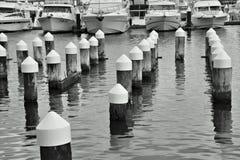 Posts en el puerto de Melbourne imagen de archivo