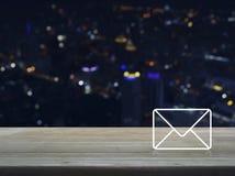 Postsymbolen, kontaktar oss begreppet Royaltyfri Foto
