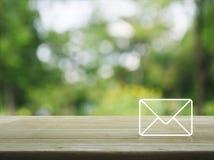 Postsymbolen, kontaktar oss begreppet Arkivbilder