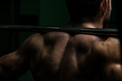 Posture accroupie de Barbell Images stock