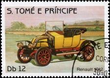 Postzegel in S wordt gedrukt dat Het boekdeel e Principe toont beeld van het retro jaar van autorenault 1912 van versie Royalty-vrije Stock Foto's