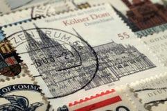 Postzegel van Duitsland Unesco-de Werelderfenis, toont de Kathedraal van Keulen, Ondiepe velddiepte stock afbeeldingen