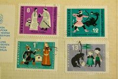 Postzegels van verschillende landen en tijden Achtergrond stock foto