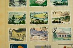 Postzegels van verschillende landen en tijden Achtergrond royalty-vrije stock afbeeldingen