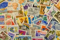 Postzegels van verschillende landen en tijden Achtergrond stock fotografie