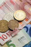 Poszarpana euro notatka i rocznik greckie monety Fotografia Royalty Free