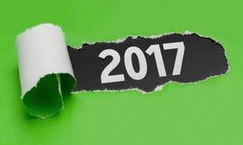 Poszarpany papier wyjawia słowo 2017 Zdjęcia Stock