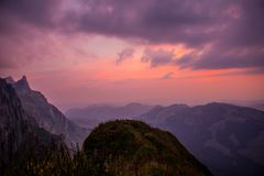 Poszukiwawcza wycieczka turysyczna przez pięknego Appenzell góry regionu zdjęcie stock