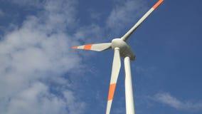 Potência de Eco Turbinas de vento que geram a eletricidade vídeos de arquivo