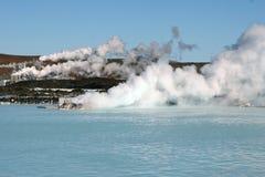 Potência Geothermal Staion, lagoa azul Islândia fotografia de stock