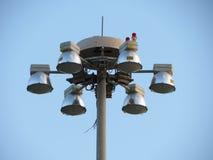 potężni światła reflektorów przy wysokim filarem Fotografia Royalty Free