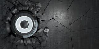 Potężni audio mówcy łamali betonową ścianę Wybuch dziura i Zdjęcia Stock