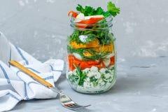 Pot à emporter sain de déjeuner avec des saumons Photo stock