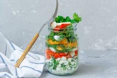 Pot à emporter sain de déjeuner avec des saumons Photos stock