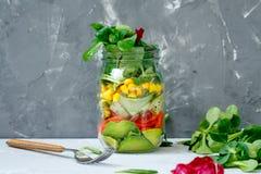 Pot à emporter sain de déjeuner avec des saumons, Photo stock