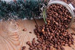 Pot avec des grains de café Images libres de droits