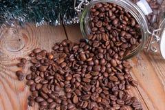 Pot avec des grains de café Photos stock