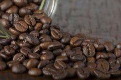 Pot avec des grains de café Photo stock