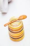 Pot avec du sucre roux Photographie stock