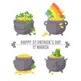 Pot avec la pièce d'or pour le jour de St Patrick Photographie stock libre de droits