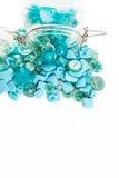 Pot complètement de boutons bleus Image libre de droits