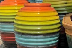 Pot dans beaucoup colorés Images libres de droits