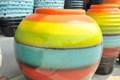 Pot dans beaucoup colorés Photographie stock libre de droits