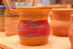 Pot de banc de sable peint sur un support photographie stock libre de droits