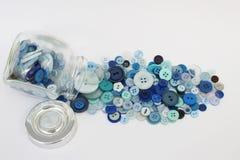 Pot de boutons bleus Photo libre de droits