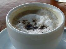 Pot de café au foyer image libre de droits