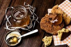 Pot de confiture et de biscuits faits maison Image libre de droits